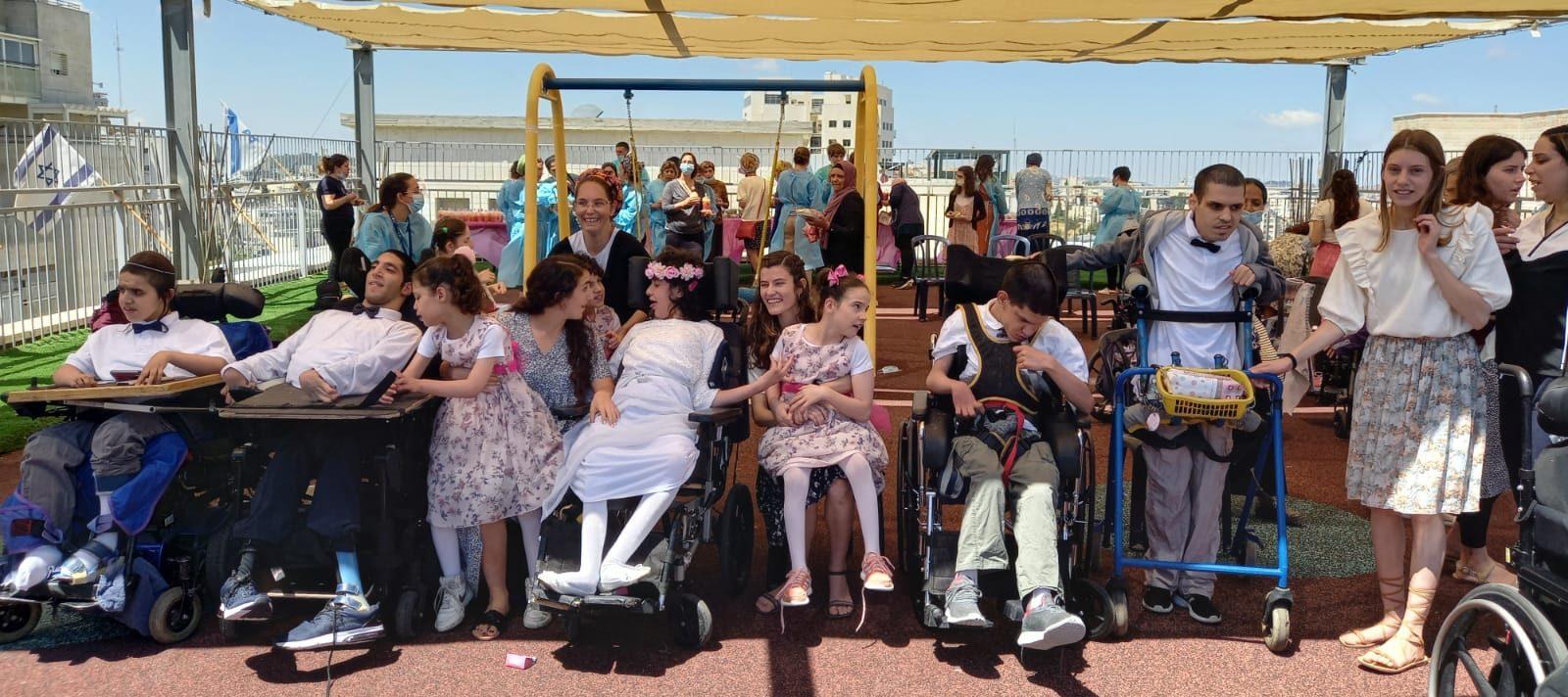 חניכים בכסאות גלגלים במסיבת בת מצוה Residents in wheelchairs at Bat Mitzvah party