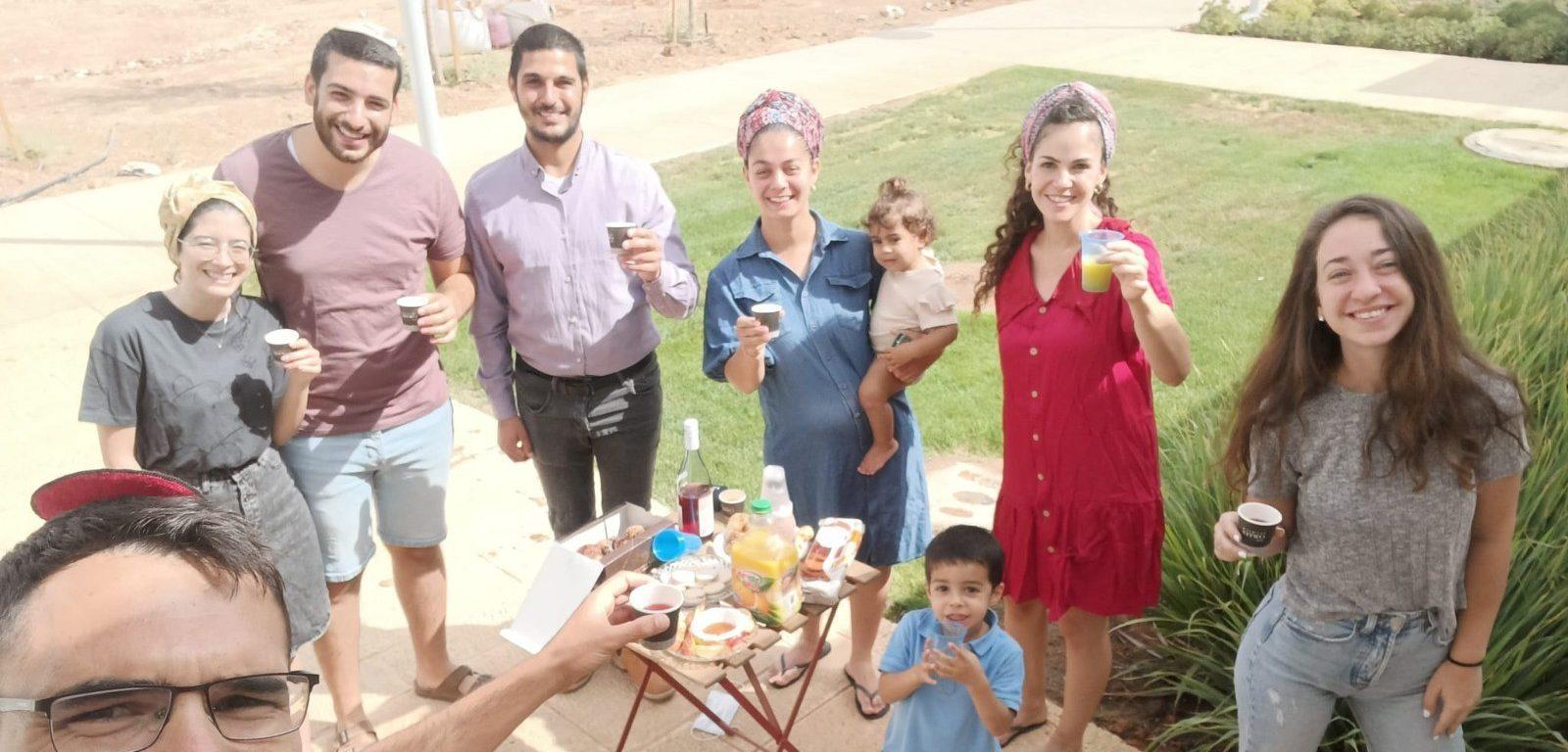Students on the patio outside their apartment at ADI Negev Nahalat Eran סטודנטים במרפסת מחוץ לדירתם בעדי נגב נחלת ערן